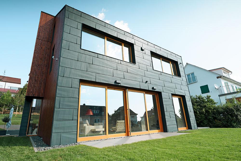 fassade-schwarz-metall-modern